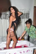 Poonam Pandey photo shoot on 20th Sept 2016 (38)_57e233ae1b455.JPG