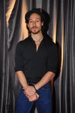 Tiger Shroff at the launch of Sajid Nadiadwala_s France Honours on 20th Sept 2016 (31)_57e2383c9d731.JPG