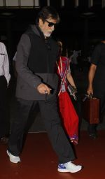 Amitabh Bachchan snapped at airport on 22 Sept 2016 (16)_57e53936ed84f.JPG
