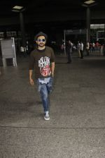 Vir Das snapped at airport on 22 Sept 2016 (11)_57e53980c0c71.JPG