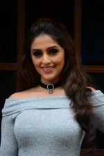 Aarti Chhabria at Mumbai Varanasi express trailer launch on 26th Sept 2016 (40)_57eaa457d9d92.JPG