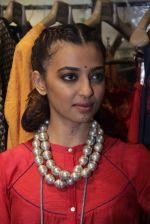 Radhika Apte unveil Festive Edit of new Luxury Pret label AMOH by Designers Monica & Karishma of JADE on 26th Sept 2016 (40)_57eaa7fc86298.JPG