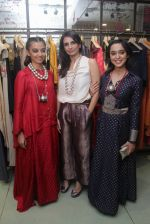 Radhika Apte, Sayani Gupta unveil Festive Edit of new Luxury Pret label AMOH by Designers Monica & Karishma of JADE on 26th Sept 2016 (19)_57eaa7aba0259.JPG