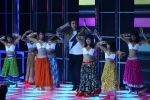 Ranbir Kapoor on the sets of Dance 2 plus finale on 25th Sept 2016 (54)_57eab0d2dc4ad.JPG
