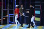 Ranbir Kapoor on the sets of Dance 2 plus finale on 25th Sept 2016 (58)_57eab0d799a8f.JPG