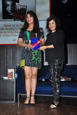 Richa Chadda launch Trisha Das new book Mrs Draupadi Kuru on 24th Sept 2016 (28)_57eab55948a8a.JPG