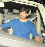 Sidharth Malhotra snapped at a private bash on 26th Sept 2016 (23)_57eaa1af63726.JPG