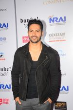 Varun Dhawan at Indian Nightlife convention on 26th Sept 2016  (44)_57eaaf9c24d32.JPG