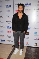Varun Dhawan at Indian Nightlife convention on 26th Sept 2016  (47)_57eaaf9e36d4c.JPG