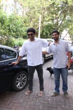 Kunal Roy Kapoor, Aditya Roy Kapoor snapped on 28th Sept 2016 (8)_57ec0009a8611.JPG