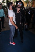 Ranveer Singh inaugurates D Shave salon by his personal hair stylist on 27th Sept 2016 (65)_57ebf6af6c075.JPG