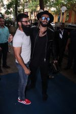 Ranveer Singh inaugurates D Shave salon by his personal hair stylist on 27th Sept 2016 (66)_57ebf6b04af15.JPG