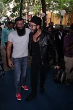 Ranveer Singh inaugurates D Shave salon by his personal hair stylist on 27th Sept 2016 (67)_57ebf6b15c438.JPG