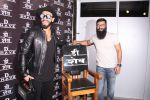 Ranveer Singh inaugurates D Shave salon by his personal hair stylist on 27th Sept 2016 (70)_57ebf6b555cbb.JPG
