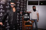 Ranveer Singh inaugurates D Shave salon by his personal hair stylist on 27th Sept 2016 (75)_57ebf6ba83913.JPG