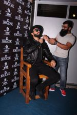 Ranveer Singh inaugurates D Shave salon by his personal hair stylist on 27th Sept 2016 (82)_57ebf6c3c11e2.JPG
