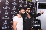 Ranveer Singh inaugurates D Shave salon by his personal hair stylist on 27th Sept 2016 (90)_57ebf6cff22d7.JPG