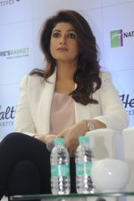 Twinkle Khanna during the launch of Godrej Nature_s Basket Healthy Alternatives products in Mumbai on 27th Sept 2016 (17)_57ec024cf1e49.JPG