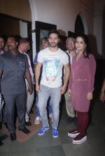 Varun Dhawan with Amruta Fadnavis as a part of unique awareness with cancer Patients on 27th Sept 2016 (7)_57ec026af3ec3.JPG