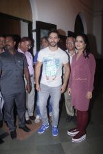 Varun Dhawan with Amruta Fadnavis as a part of unique awareness with cancer Patients on 27th Sept 2016 (8)_57ec026bbded9.JPG