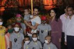 Varun Dhawan with Amruta Fadnavis as a part of unique awareness with cancer Patients on 27th Sept 2016 (16)_57ec0274e87ce.JPG