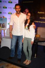 Ajay Devgan at smile foundation event with daughter Nysa on 28th Sept 2016 (1)_57ecb3878d32e.JPG