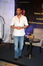Ajay Devgan at smile foundation event with daughter Nysa on 28th Sept 2016 (18)_57ecb39534e0d.JPG