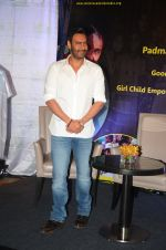 Ajay Devgan at smile foundation event with daughter Nysa on 28th Sept 2016 (20)_57ecb3967e6df.JPG