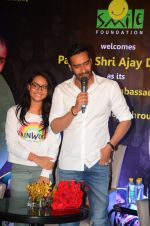 Ajay Devgan at smile foundation event with daughter Nysa on 28th Sept 2016 (32)_57ecb39f6f3dc.JPG