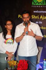 Ajay Devgan at smile foundation event with daughter Nysa on 28th Sept 2016 (33)_57ecb3a06e571.JPG