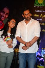 Ajay Devgan at smile foundation event with daughter Nysa on 28th Sept 2016 (62)_57ecb3b4a6ca3.JPG