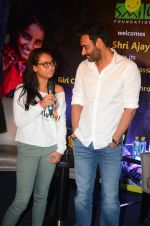 Ajay Devgan at smile foundation event with daughter Nysa on 28th Sept 2016 (63)_57ecb3b6557bf.JPG