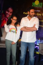 Ajay Devgan at smile foundation event with daughter Nysa on 28th Sept 2016 (67)_57ecb3b955f03.JPG