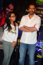 Ajay Devgan at smile foundation event with daughter Nysa on 28th Sept 2016 (74)_57ecb3bdb5907.JPG