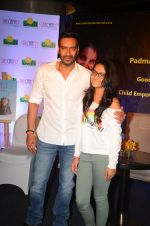 Ajay Devgan at smile foundation event with daughter Nysa on 28th Sept 2016 (88)_57ecb3c7c2f3b.JPG