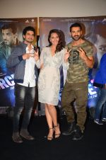 John Abraham, Sonakshi Sinha, Tahir Bhasin at Force 2 trailer launch in Mumbai on 29th Sept 2016 (332)_57ed258b3f0cb.JPG