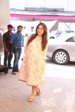 Kareena Kapoor snapped At Mehboob Studio on 29th Sept 2016 (14)_57ed1adee8d00.JPG