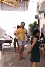 Saif Ali Khan snapped At Mehboob Studio on 29th Sept 2016 (10)_57ed1b46dff10.JPG