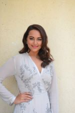 Sonakshi Sinha at Force 2 trailer launch in Mumbai on 29th Sept 2016 (330)_57ed25e51f84a.JPG