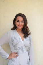 Sonakshi Sinha at Force 2 trailer launch in Mumbai on 29th Sept 2016 (332)_57ed262ed9afb.JPG