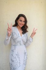 Sonakshi Sinha at Force 2 trailer launch in Mumbai on 29th Sept 2016 (347)_57ed25fd73ef9.JPG