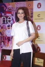 Sonali Bendre unveils Anusha Subramaniam�s book Never Gone on 28th Sept 2016 (1)_57ecb1bf8a0b6.JPG