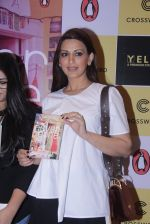 Sonali Bendre unveils Anusha Subramaniam�s book Never Gone on 28th Sept 2016 (10)_57ecb1c691a48.JPG