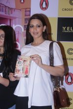 Sonali Bendre unveils Anusha Subramaniam�s book Never Gone on 28th Sept 2016 (11)_57ecb1c774459.JPG