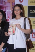 Sonali Bendre unveils Anusha Subramaniam�s book Never Gone on 28th Sept 2016 (14)_57ecb1ca1e735.JPG