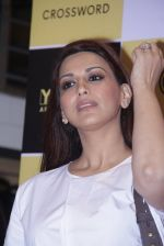 Sonali Bendre unveils Anusha Subramaniam�s book Never Gone on 28th Sept 2016 (2)_57ecb1c062def.JPG