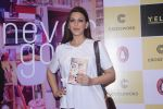 Sonali Bendre unveils Anusha Subramaniam�s book Never Gone on 28th Sept 2016 (20)_57ecb1ce5c668.JPG