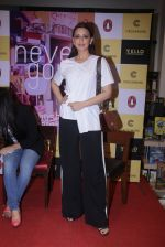 Sonali Bendre unveils Anusha Subramaniam�s book Never Gone on 28th Sept 2016 (22)_57ecb1cfb79de.JPG