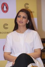 Sonali Bendre unveils Anusha Subramaniam�s book Never Gone on 28th Sept 2016 (24)_57ecb1d1252c4.JPG