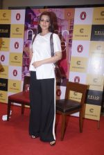Sonali Bendre unveils Anusha Subramaniam�s book Never Gone on 28th Sept 2016 (28)_57ecb1d324426.JPG